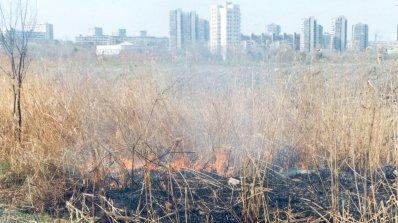 Горящо сметище обгазява Ботевград