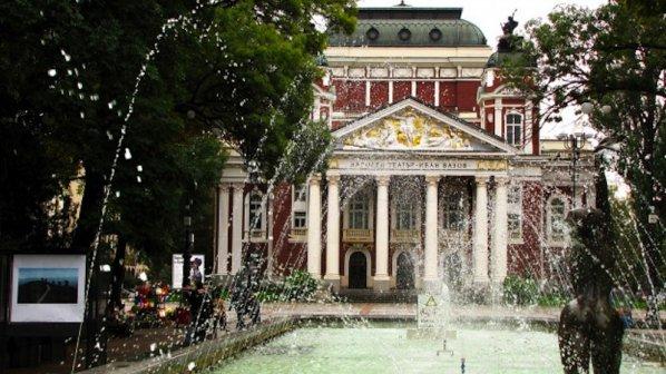 30 бона глоба за забавен ремонт на фонтана при Народния театър