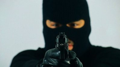 Въоръжен моторист ограби пощата в Челопечене! (видео)