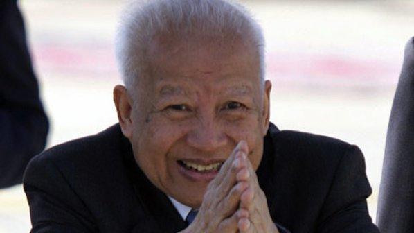 https://novini.bg/statics/uploads/news_pictures/2012-42/big/tlennite-ostanki-na-bivshiq-kambodjanski-kral-norodom-sianuk-bqha-dokarani-v-rodinata-mu-101757.jpg