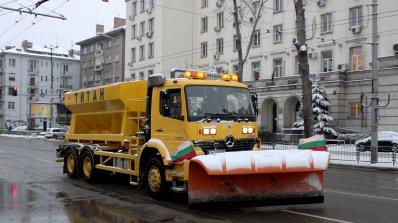 Проверяват фирмите за пътно почистване с двойни договори