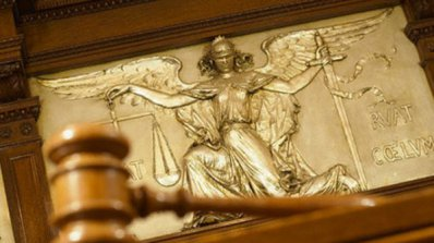 Осъдиха на 8 години затвор британски подводничар