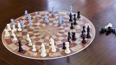 """Създадоха """"Шах за трима"""""""