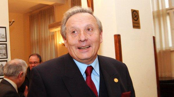 Стефан Воденичаров остава в БАН и при министерски пост