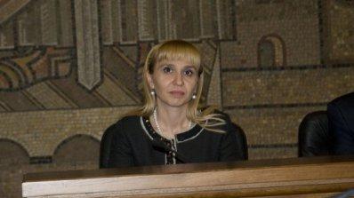 Ковачева притеснена, че няма кандидатури за главен инспектор и конституционен съдия