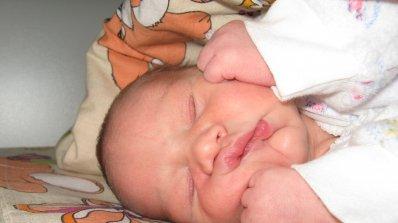 Бебе загина от дрогата на гледачката си