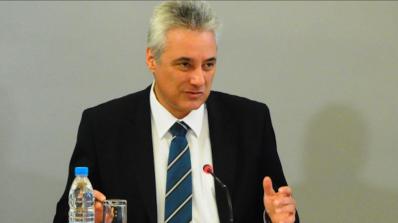 Премиерът: България ще гласува за забрана на употребата на вредни за пчелите пестициди