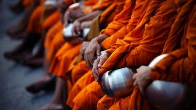 Половината будистки монаси - с наднормено тегло