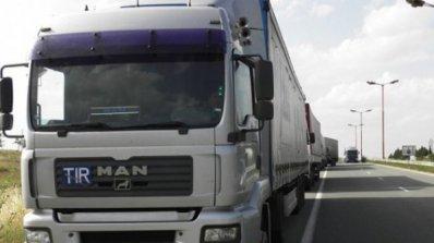 Километрична опашка от товарни автомобили на ГКПП Лесово