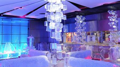 Ледено кафене - оазис за туристите в Дубай (снимки)