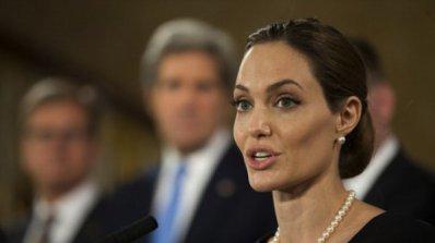 Джоли се появи пред публика