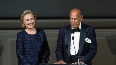 Хилари Клинтън връчи награда на Оскар де ла Рента (снимки)
