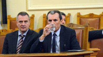 Протестиращи поканиха Орешарски на дебат в БНТ