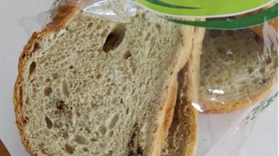 Пловдивчани откриха черни парцали в хляба си
