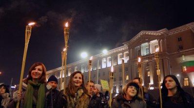 Стотици отбелязаха 6 месеца протести (обновена+снимки+видео)