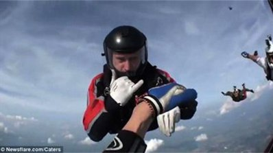 Мартеница спасила британски парашутист