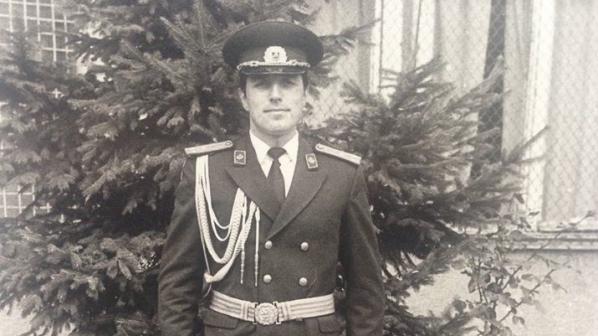 https://novini.bg/statics/uploads/news_pictures/2014-09/big/vijte-boijko-borisov-kato-leijtenant-prez-1982-g-i-kato-general-leijtenant-prez-2004-g--196778.jpg