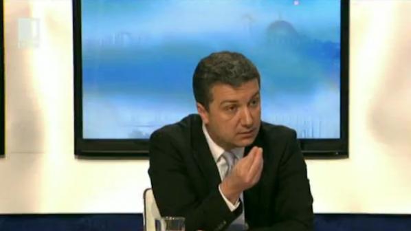 Стойнев: Борисов се държи махленски, няма да падам до неговото ниво (видео)