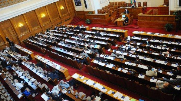 Депутатите почетоха паметта на учениците, загинали при Лим