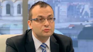 Правителството работи срещу интересите на страната, смята Димитров