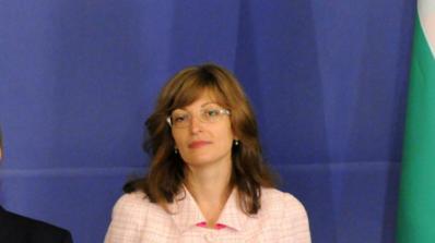 Министър Захариева обеща да работи за облекчаване на бизнес средата (видео)
