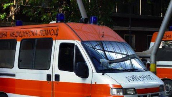 Мъжът, който падна от 2-ия етаж на къщата си, е починал