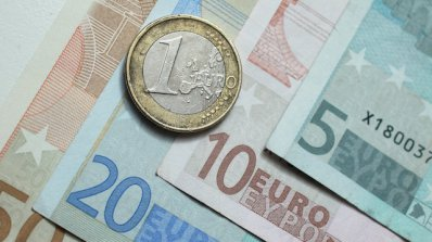 """Разпределят """"на тъмно"""" 285 млн. евро"""