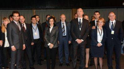 РБ извивал ръцете на Борисов за половината министри