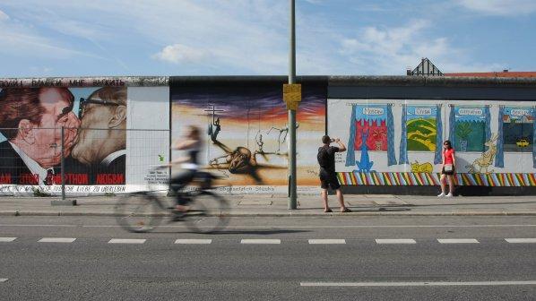 fb29917a358 Кой продава Берлинската стена? - EU - Новини БГ