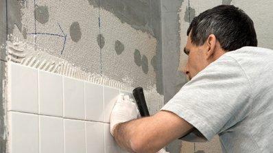 Изберете професионалист за лепене на плочки в банята