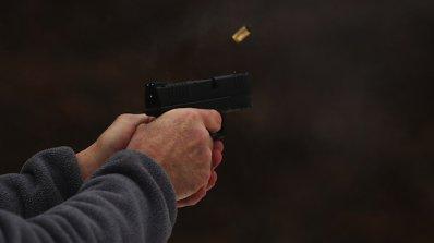 Стрелба с пистолет и удар с мотика - част от ежедневието на социалните работници