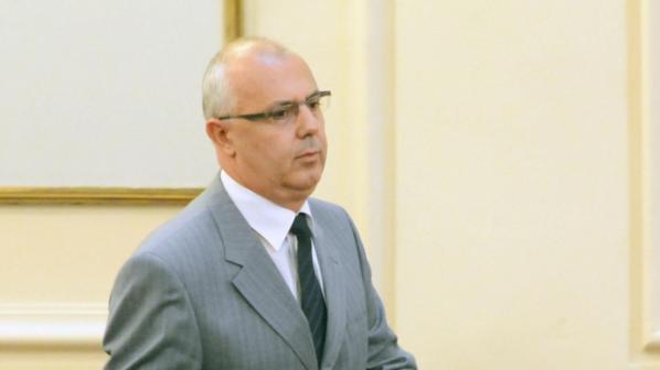 Спрягат трима за поста на Вучков