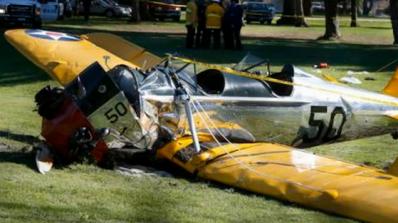 Разби се самолетът на Харисън Форд, актьорът е ранен (видео)