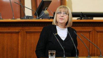 """Цачева спира микрофона на депутати заради КТБ и """"циганин"""""""