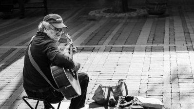 Улични музиканти само с диплома