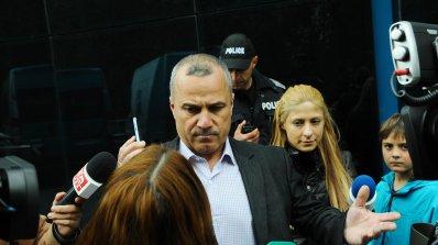 Частен съдебен изпълнител дърпа шалтера на ТВ7, полиция прекъсна новинарската емисия (видео+снимки+о