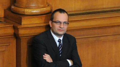 Вместо да бъдат изписани вежди, ще бъдат избодени очи, обяви М. Димитров