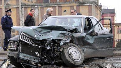 Жесток челен сблъсък уби на място 62-годишен шофьор