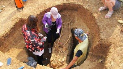 Археолози откриха гробове и пещи край Харманли (снимки)