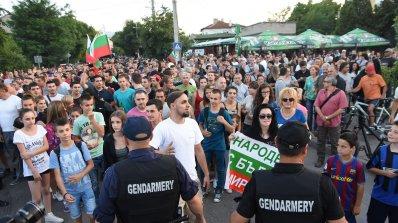 """Четвърти ден протест в """"Орландовци"""", отново неуспешен опит за нахлуване в гетото (обновена"""