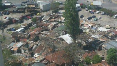 """Откриха 10 незаконни къщи в циганска махала в столичния кв. """"Красна поляна"""""""