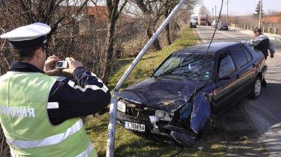 Шофьор се удари в стълб и загина