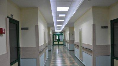 Екшън в МБАЛ-Кърджали: Псувни, заплахи и счупена врата