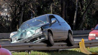 Шофьор загина на място след удар в мантинела край Карнобат