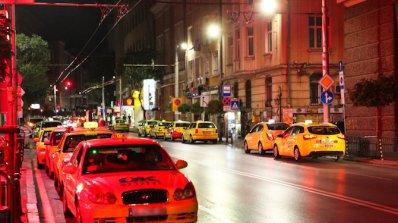 Таксиджии се превръщат в трафиканти на хора