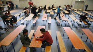 Преподават сексуално образование на бежанците във Финландия