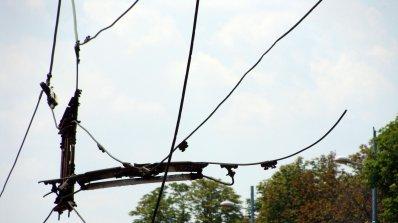Багер събори тролейбусни жици в Бургас
