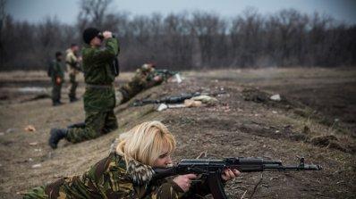 Киев и бунтовниците започнаха да изтеглят танкове от проруския сепаратистки регион около Донецк
