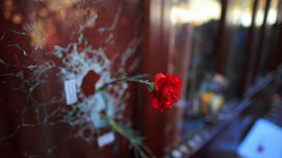 Париж бавно се съвзема след кървавата драма, но шокът остава