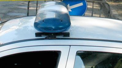 Тийнейджър потроши колата на дядо си, буйства в ареста